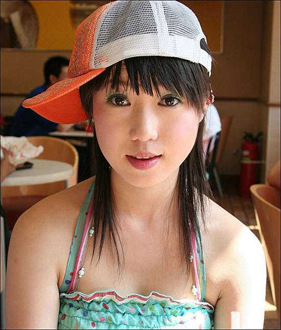 人�w��g新秀��筱雨 摩托�上的魅力女孩