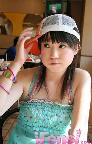 ��筱雨成第一裸模 穿私服不受注目